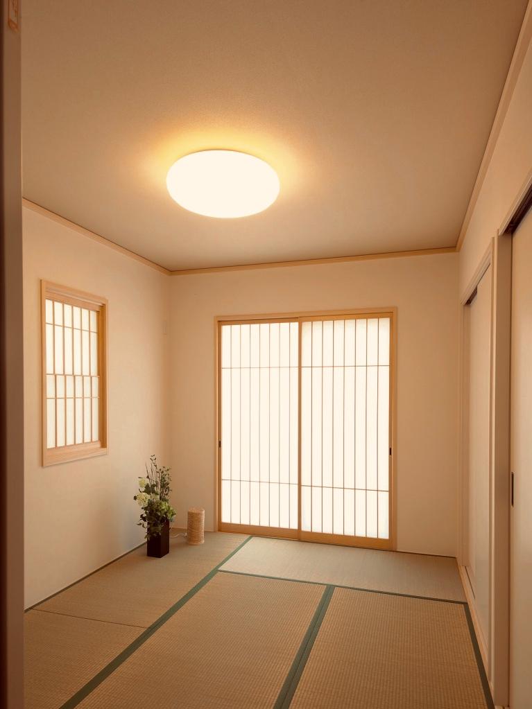 落ち着いた温かみのある色 寝室や夜の団らん部屋に 安らぎ 眠くなる 暖色 電球色