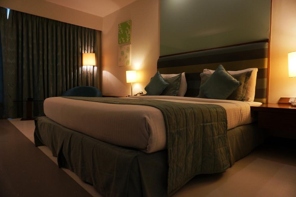寝室 シェードランプ 間接照明 快眠 部屋